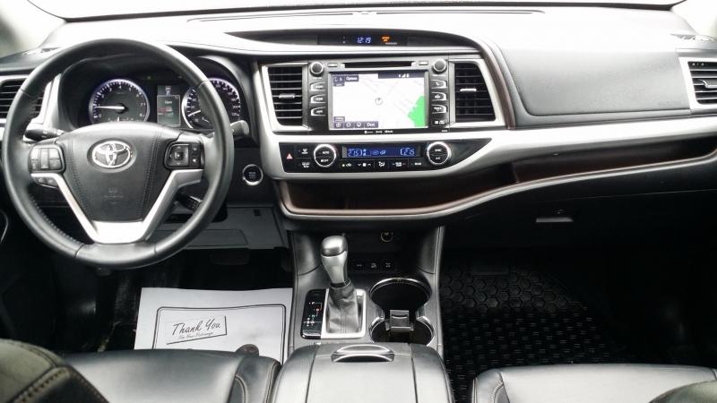 Toyota Highlander 2016 price $34,999