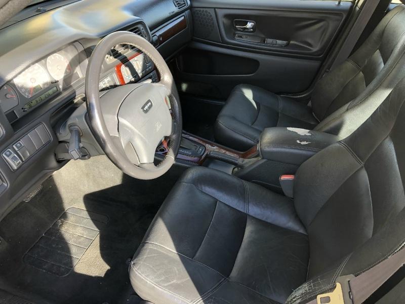 Volvo V70 SE WAGON 2000 price $3,488