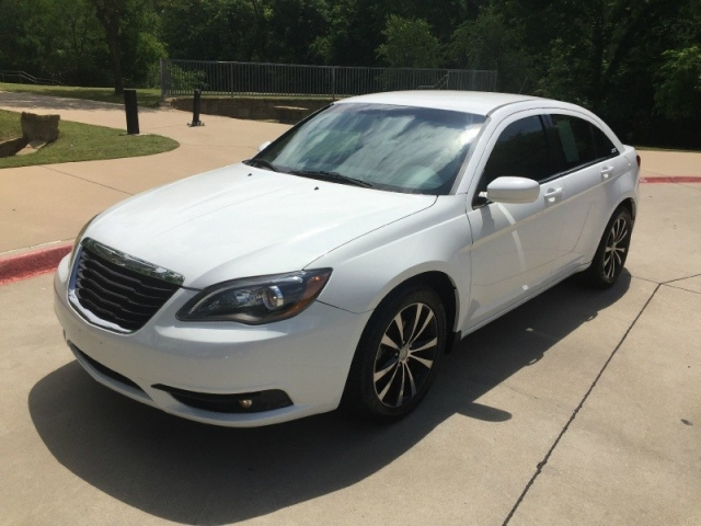 2013 Chrysler 200 S