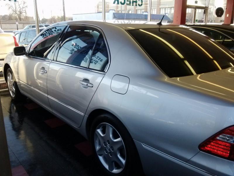 Lexus LS 430 2005 price $15,250