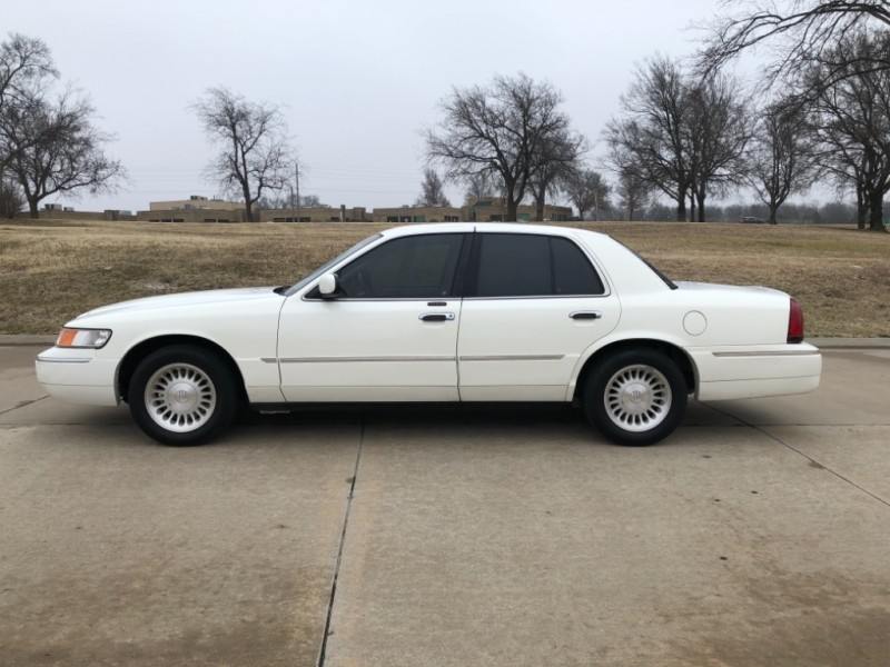 Mercury Grand Marquis 2002 price $3,498