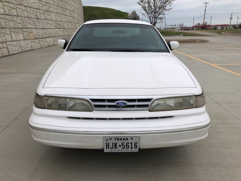 Ford Crown Victoria 1997 price $1,998