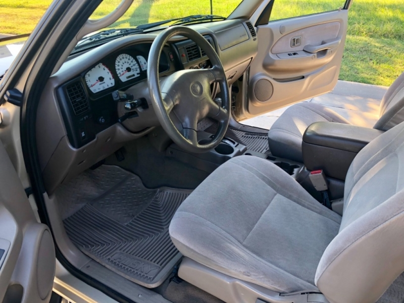 Toyota Tacoma 2002 price $9,998