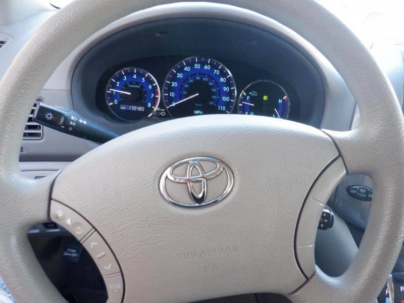 Toyota Sienna 2010 price $6,800
