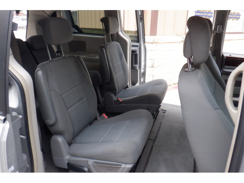Chrysler Town & Country 2010 price $4,000
