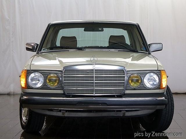 Mercedes-Benz 240 Series 1983 price $5,690