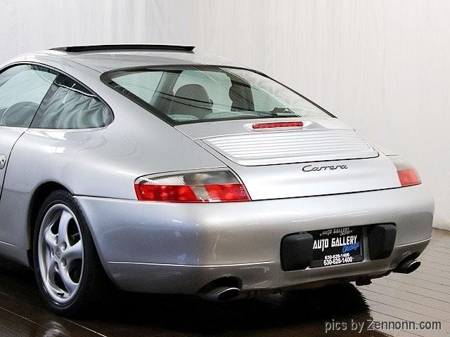 Porsche 911 Carrera 2001 price $17,990