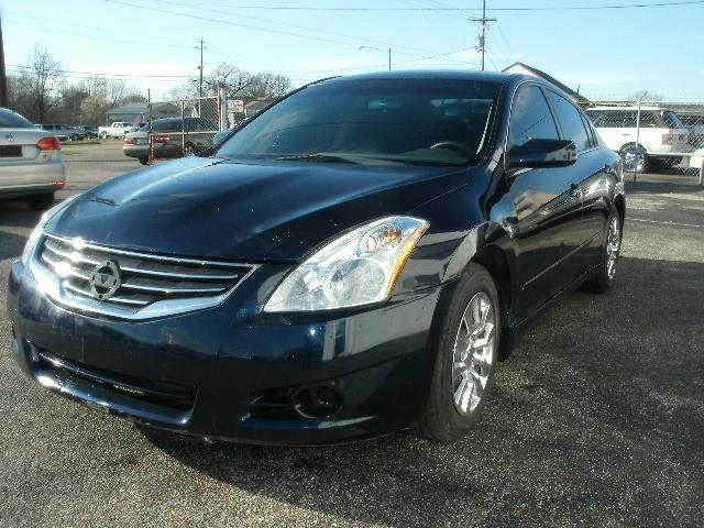 Nissan Altima 2011 price $5,900 Cash