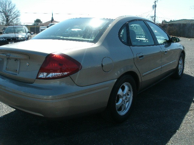 Ford Taurus 2006 price $3,700 Cash