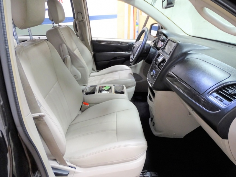 Chrysler Town & Country 2015 price $12,750