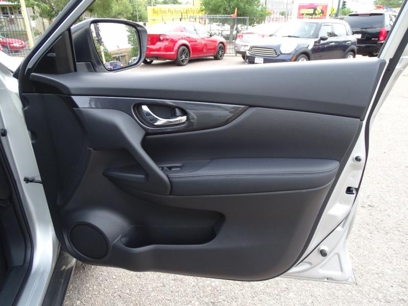 Nissan Rogue 2017 price $17,490