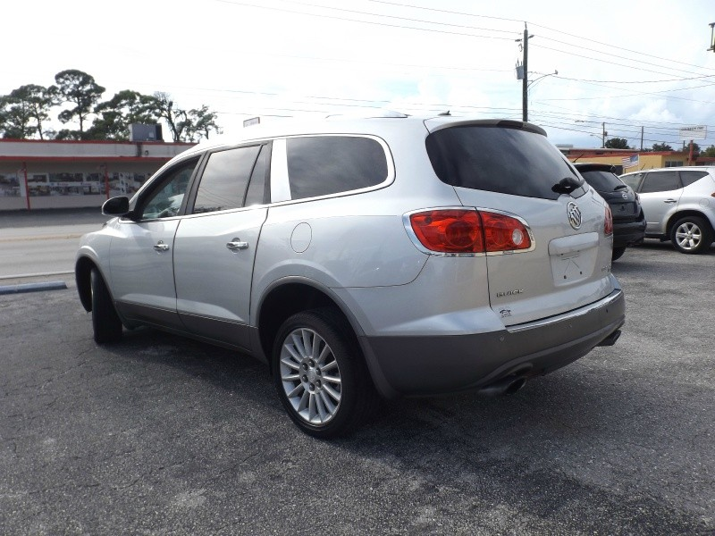 Buick Enclave 2009 price $7,990