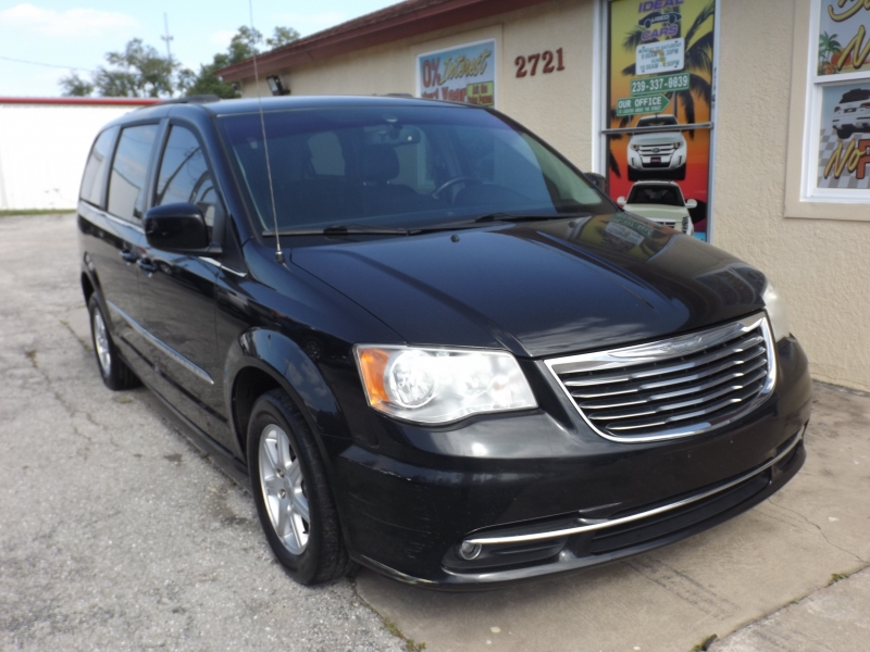 Chrysler Town & Country 2012 price $7,990