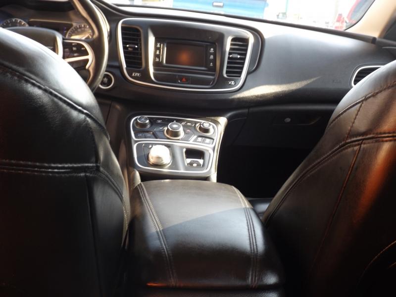 Chrysler 200 2015 price $10,990