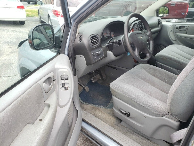 Chrysler Town & Country 2005 price $2,895 Cash