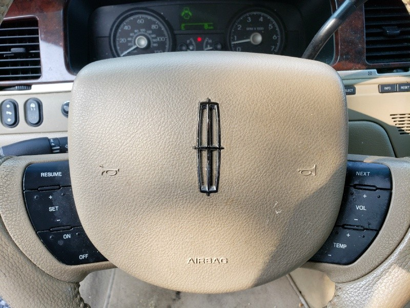 Lincoln Town Car 2006 price $2,295