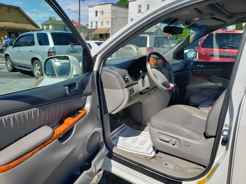 Toyota Sienna 2006 price $3,995