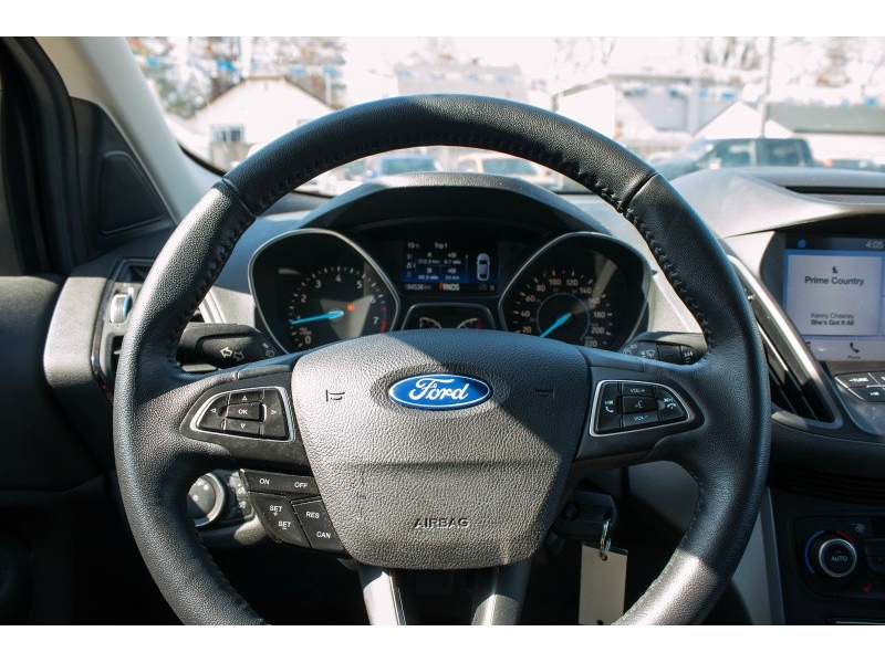Ford Escape SEL 2018 price $23,377