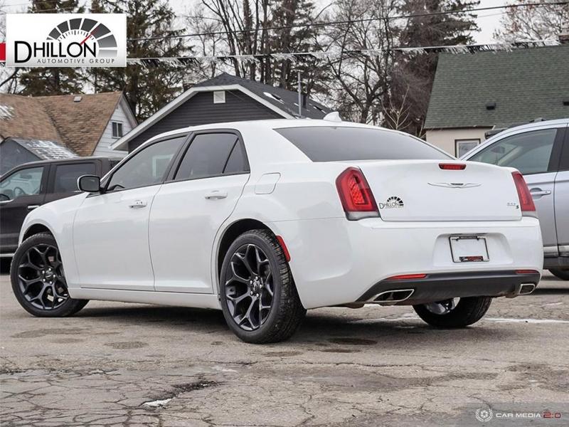 Chrysler 300 2019 price $32,150
