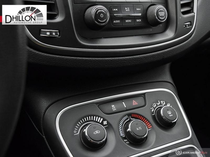 Chrysler 200 2015 price $14,275