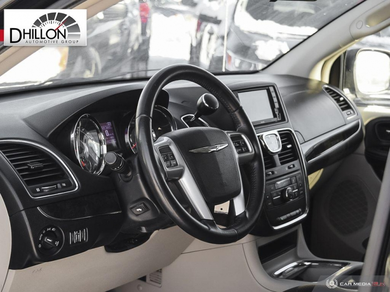Chrysler Town & Country 2013 price $5,288
