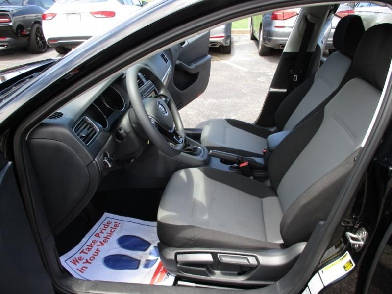 Volkswagen Jetta 2018 price $13,500