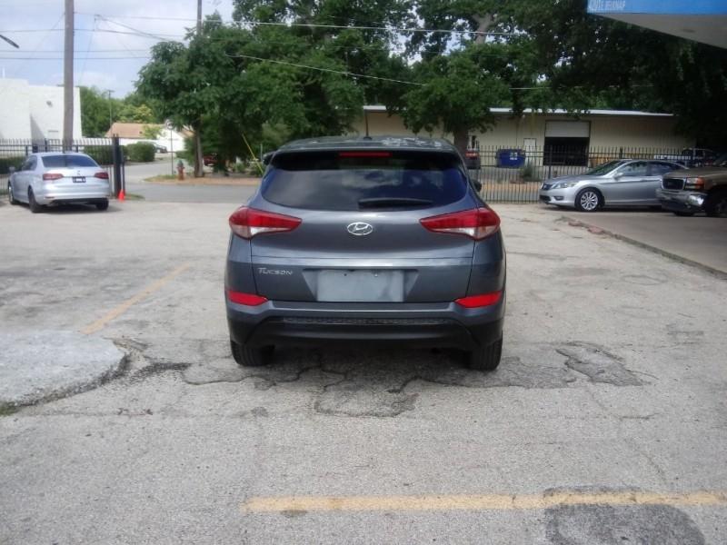 Hyundai Tucson 2017 price $15,500