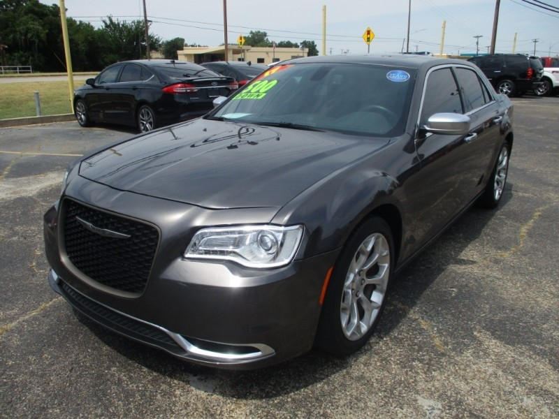 Chrysler 300 2017 price $22,995