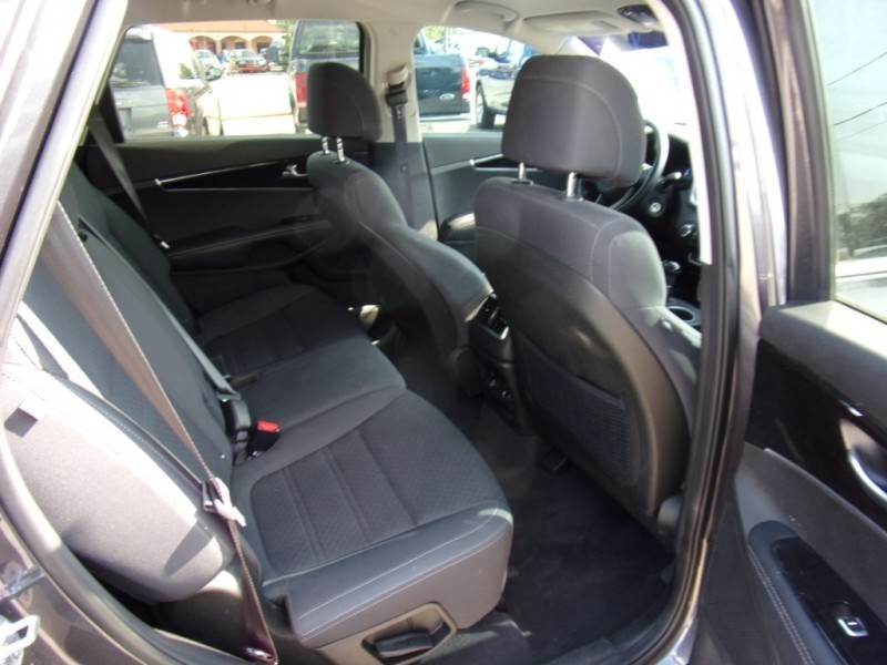 Kia Sorento 2017 price $16,995