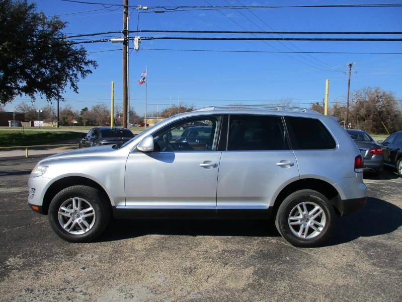 Volkswagen Touareg 2010 price $13,500