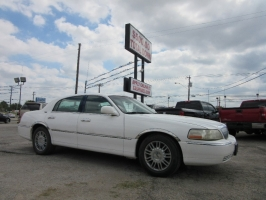 Lincoln Town Car 500.00 total down LOOK AT MILES 2006