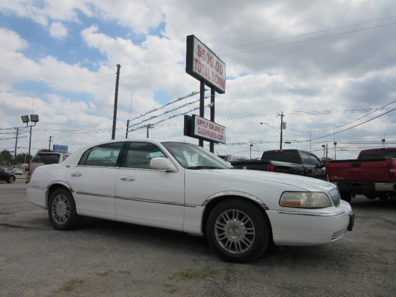 2006 Lincoln Town Car 500.00 total down LOOK AT MILES