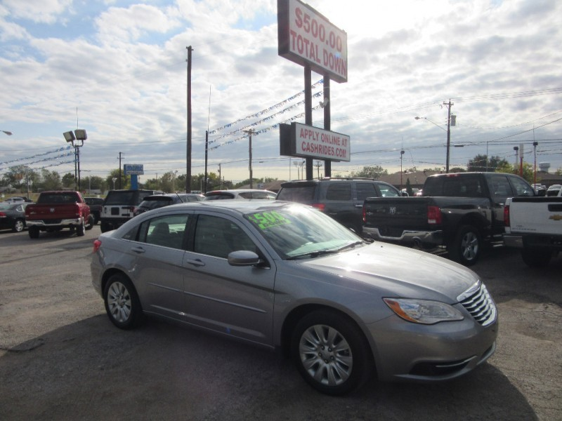 2014 Chrysler 200 500.00 total down all credit