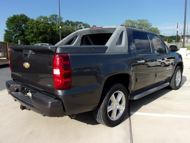 Chevrolet Avalanche 2010 price $10,995