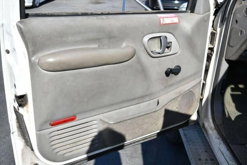 Chevrolet C 3500 HD 2000 price $7,900
