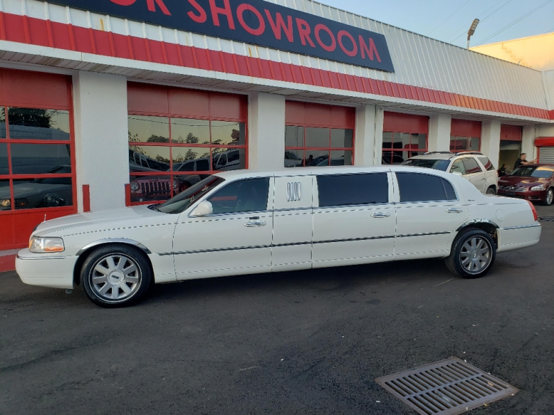 Lincoln Town Car 2004 price $6,995