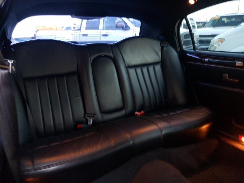Lincoln Town Car 2004 price $7,995