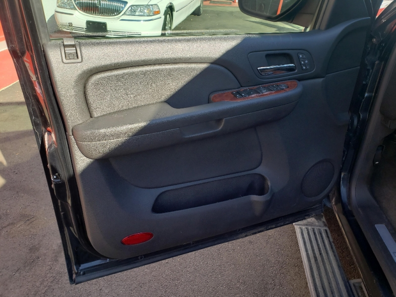 Chevrolet Suburban 2009 price $12,995