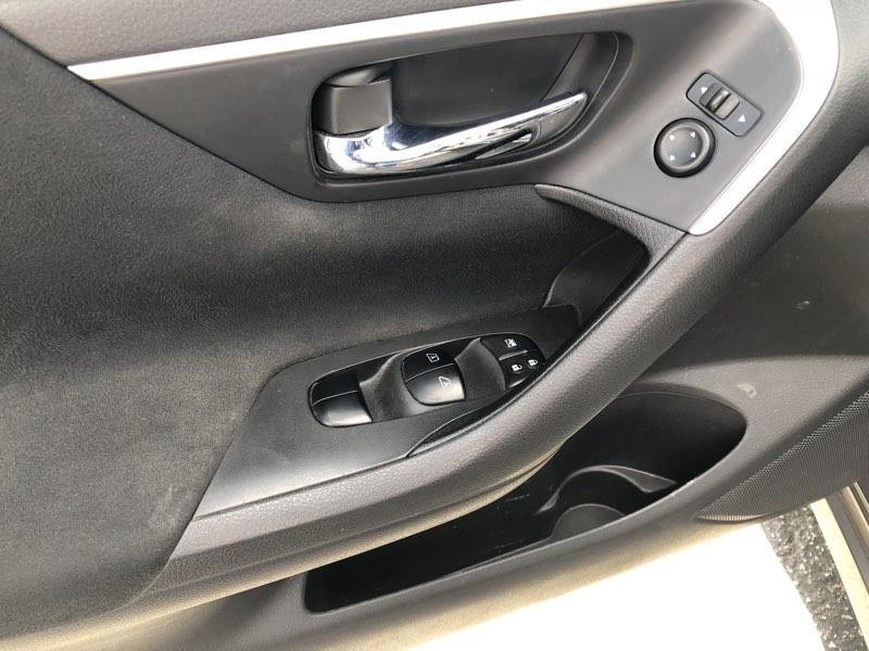 Nissan Altima 2015 price $12,075