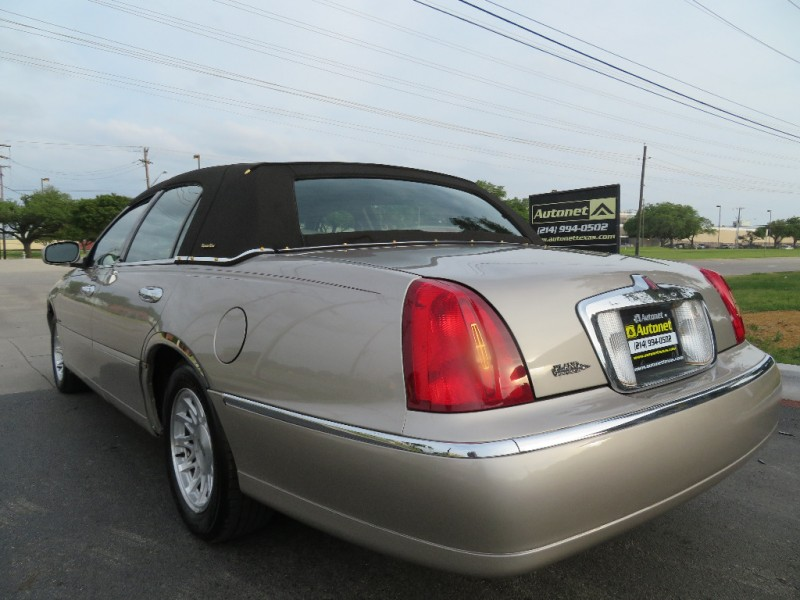 Lincoln Town Car 1999 price $4,850