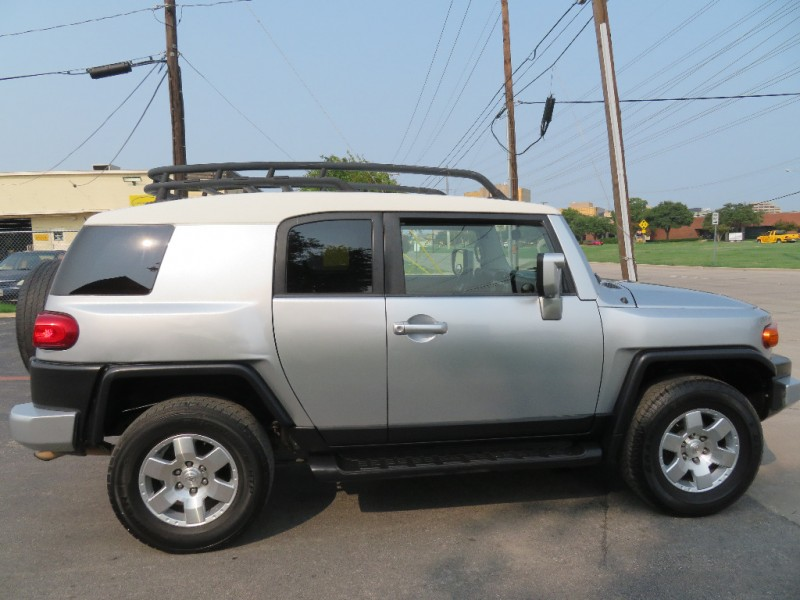 Toyota FJ Cruiser 2007 price $9,780