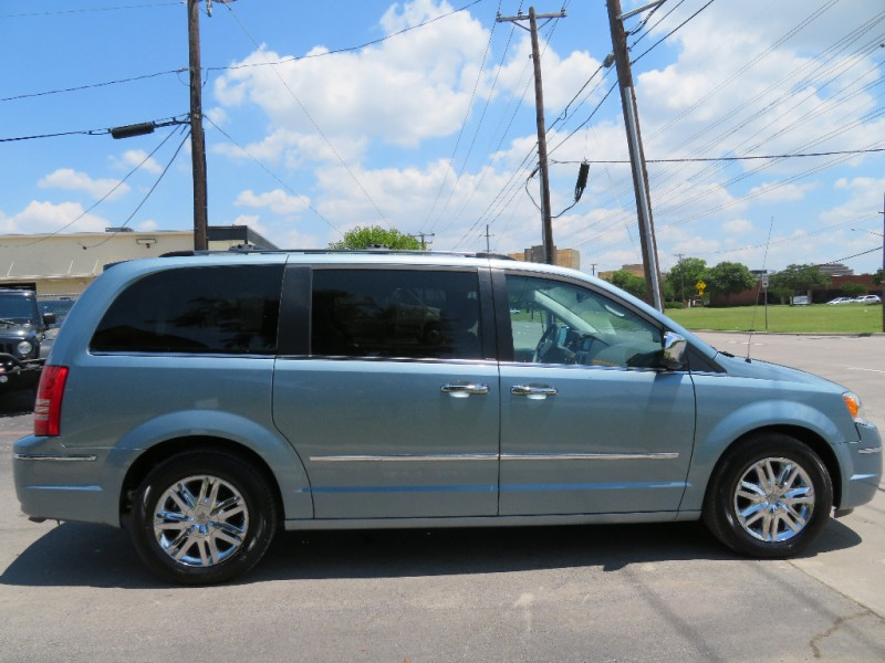 Chrysler Town & Country 2008 price $9,590