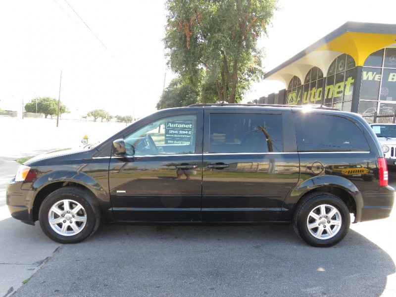 Chrysler Town & Country 2008 price $8,590
