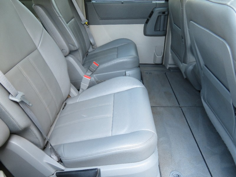 Chrysler Town & Country 2008 price $8,890