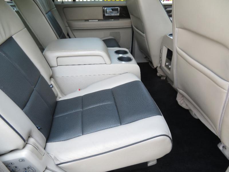 Lincoln Navigator 2010 price $11,590