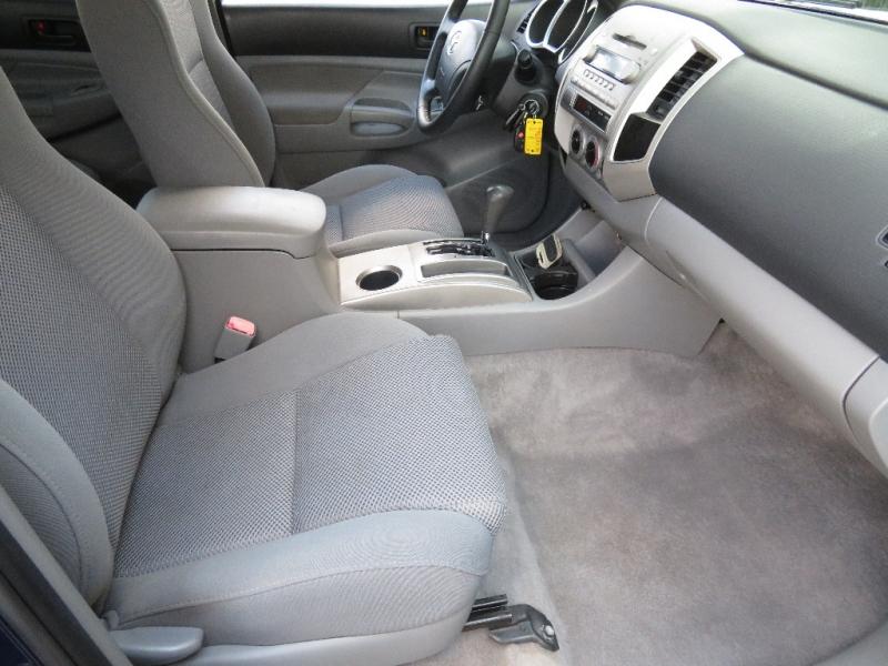 Toyota Tacoma 2006 price $10,890