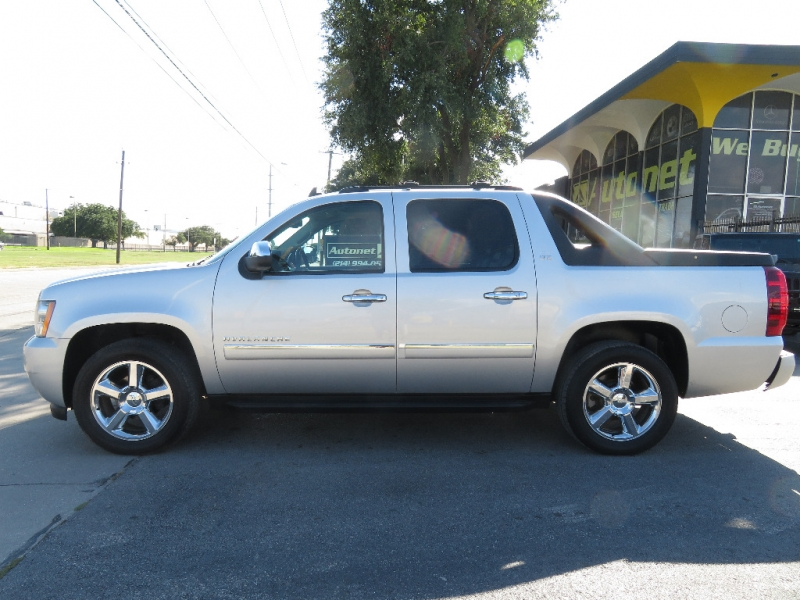 Chevrolet Avalanche 2011 price $9,890
