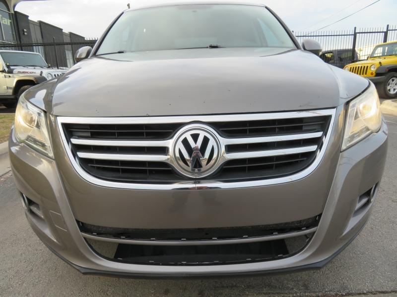 Volkswagen Tiguan 2011 price $6,590
