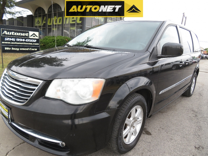 Chrysler Town & Country 2012 price $6,590