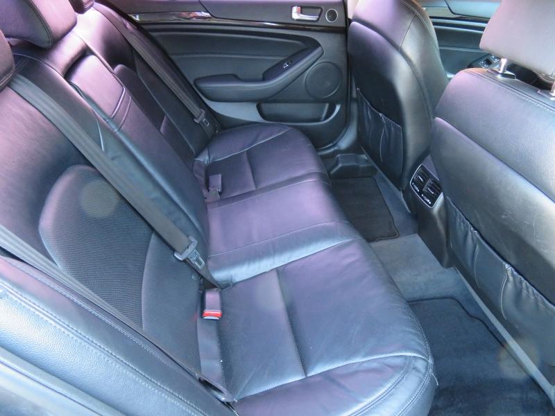 Kia Cadenza 2014 price $10,890
